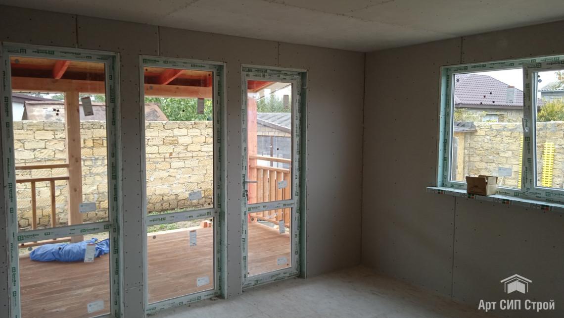 Окна в доме из СИП панелей