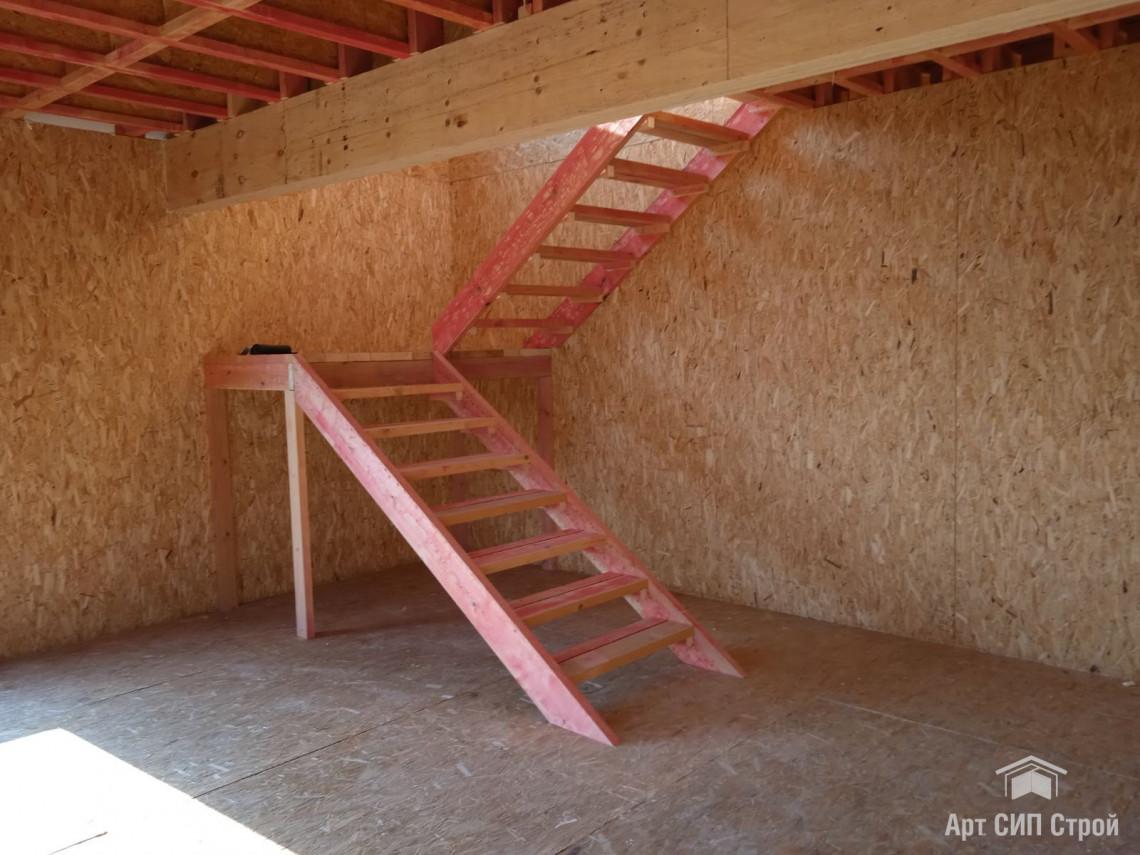 Черновая лестница из сосны камерной сушки